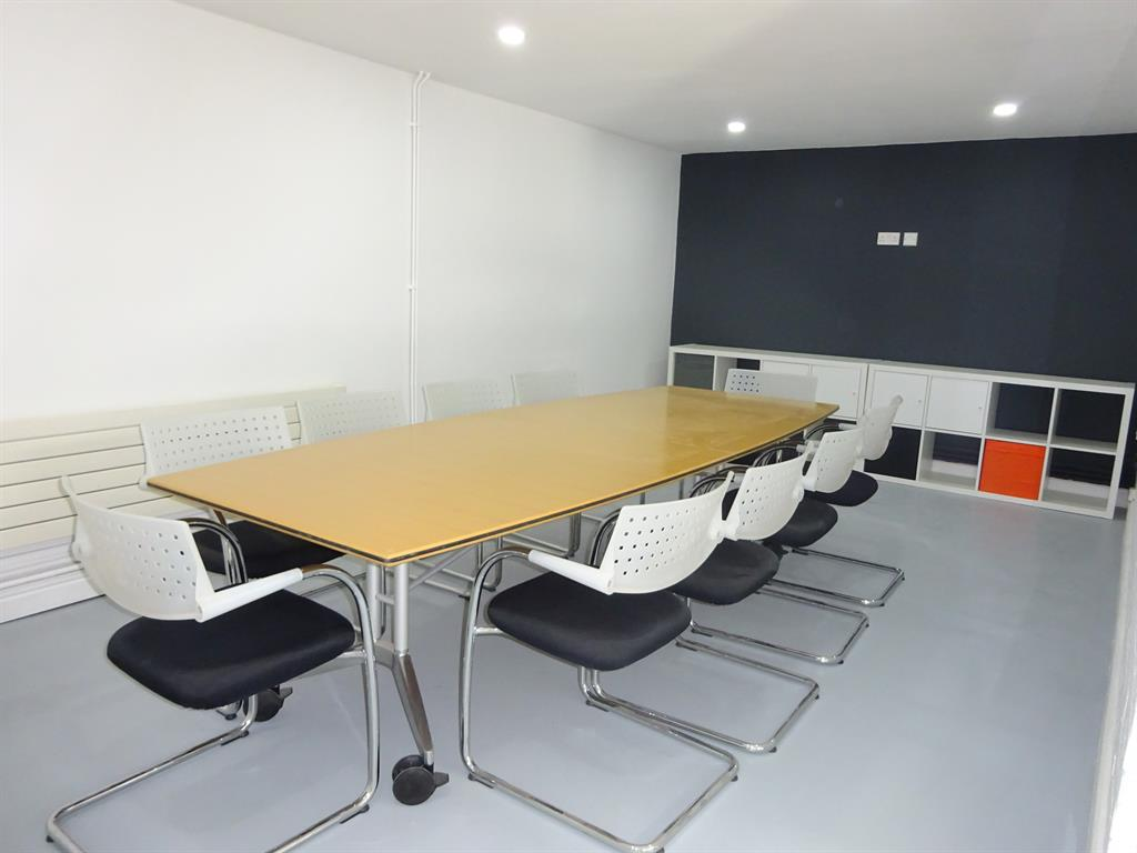 Builders cardiff for Office refurbishment